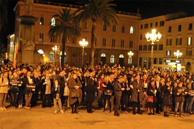 Sassari, in 500 alla fiaccolata di Amnesty contro il terrore